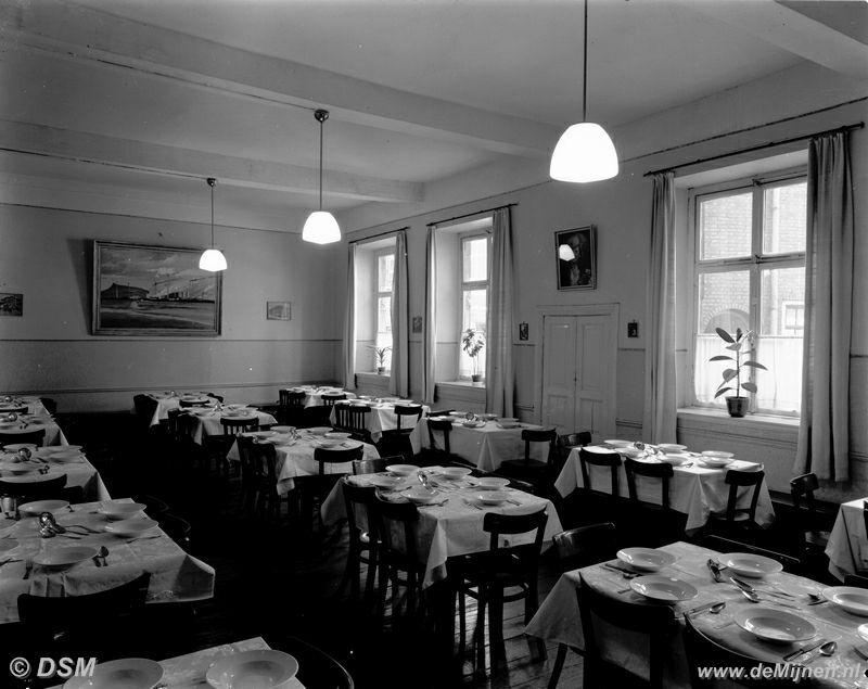 De kleine eetzaal van het gezellenhuis aan de oude markt te sittard de mijnen - Amenager kleine eetzaal ...